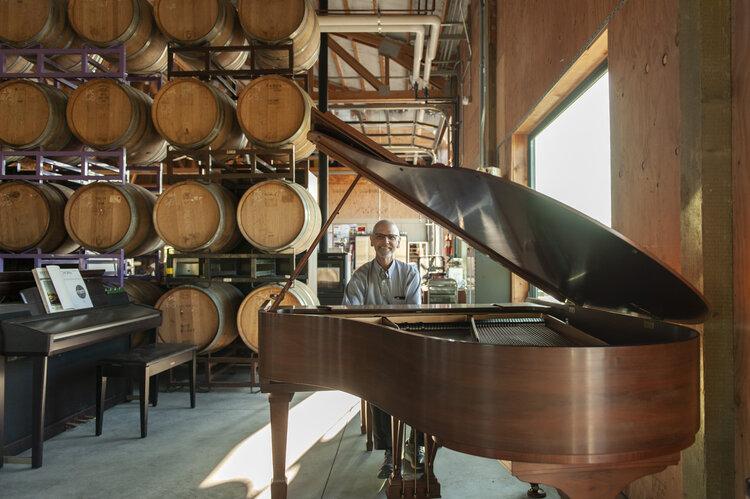 Joe, pianist
