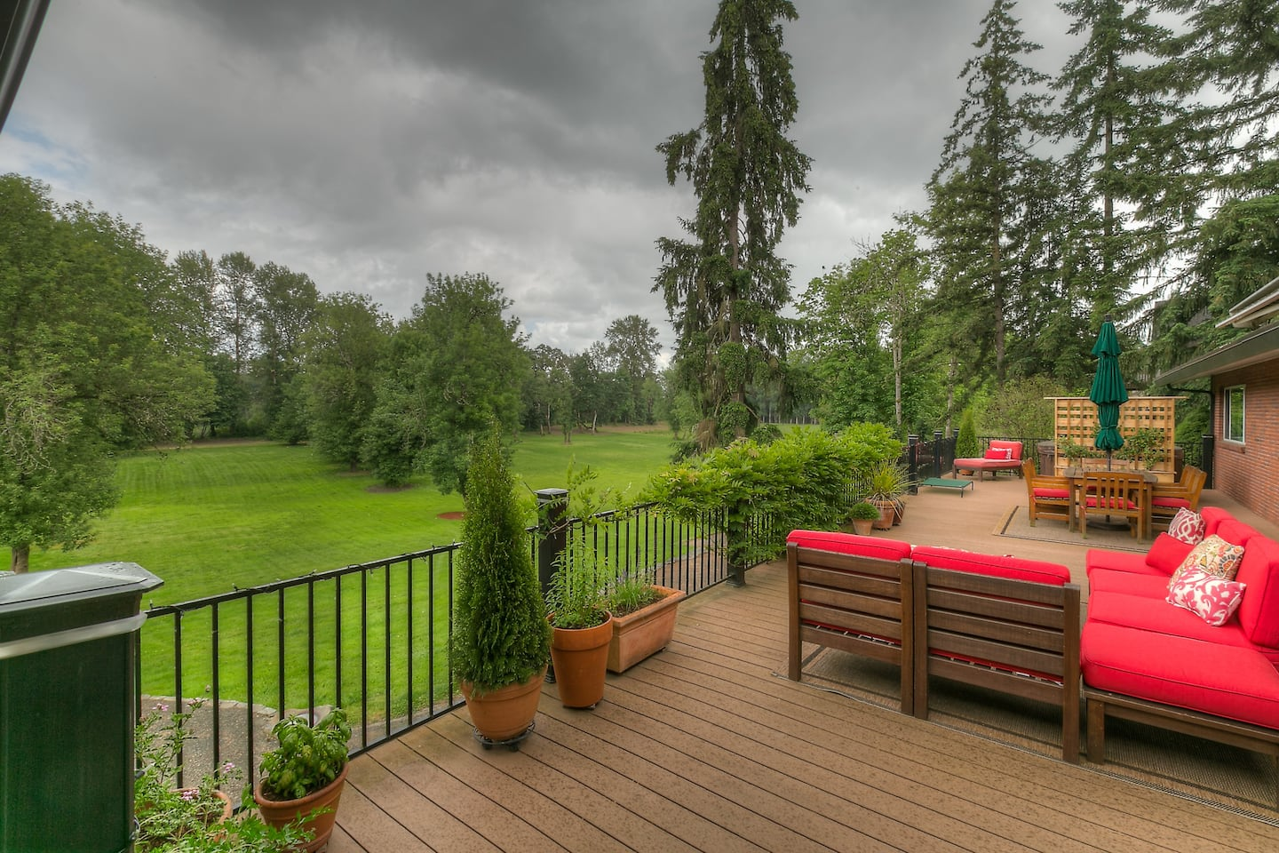 AirBnB in Independence with Willamette Valley views