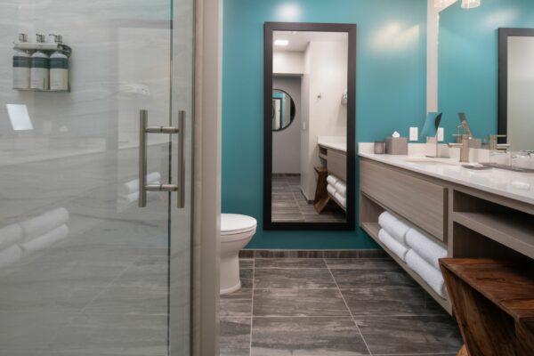 Independence Hotel Bathroom