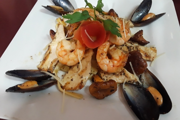 Image shows fresh pasta dish from Mangiare Italian Restaurant in Independence, Oregon