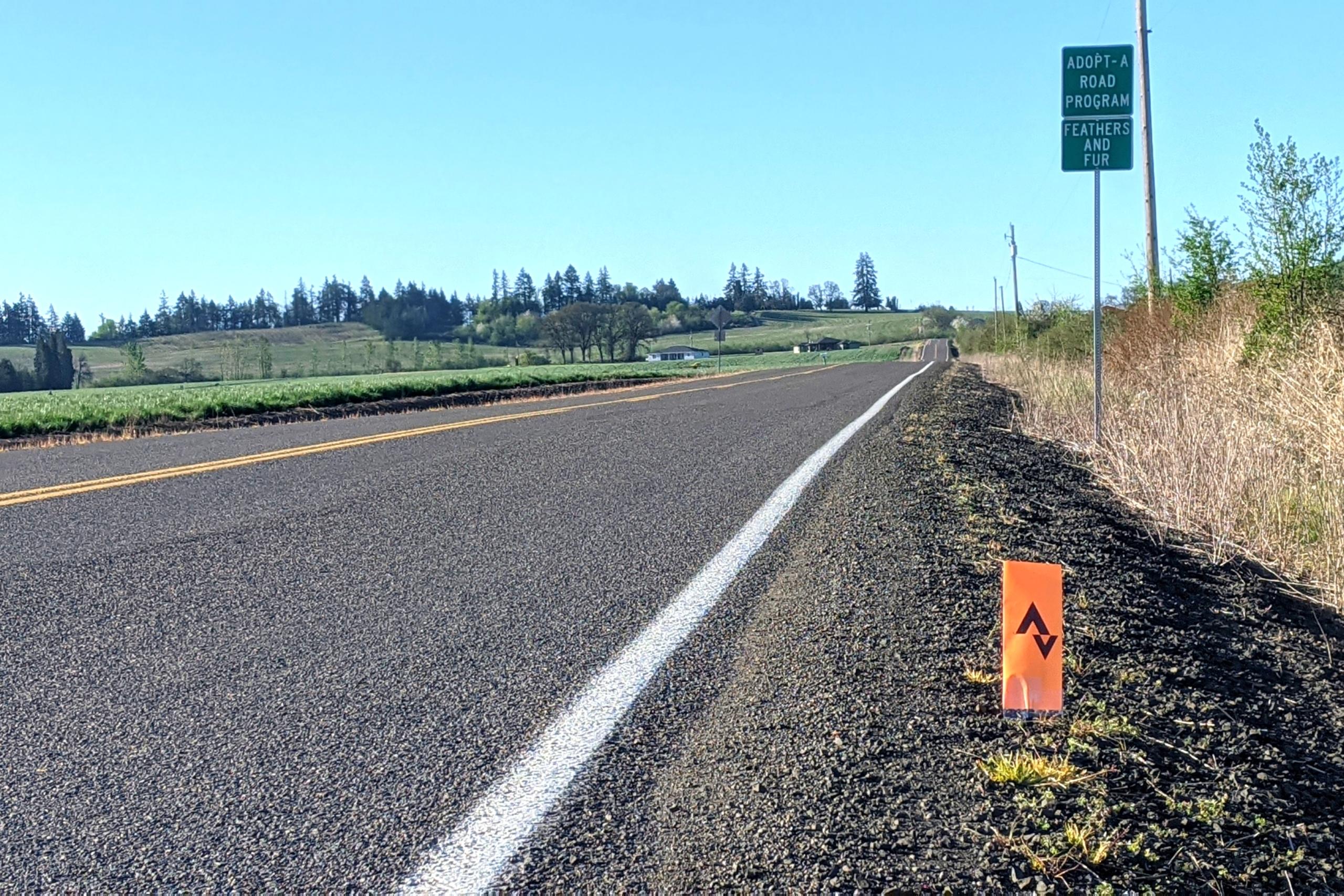 Srava marker along a paved road
